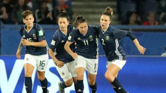 Tertinggal 0-3, Argentina Cetak Tiga Gol dalam 16 Menit Akhir