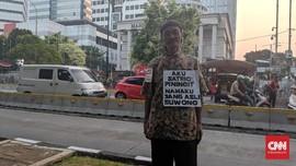 'Satrio Piningit' di Depan Gedung MK: Pemilu Bak Kuda Lumping
