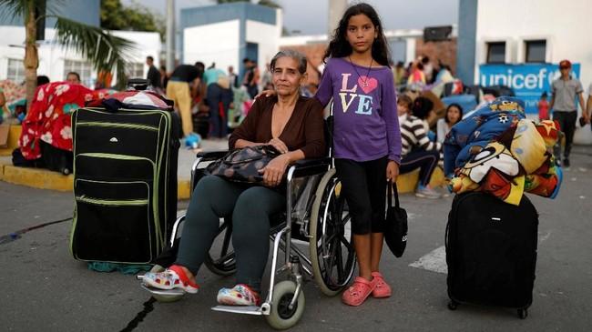 Akan tetapi, kehidupan di negara tetangga seperti Peru dan Kolombia juga tidak terlalu ramah bagi para pengungsi perempuan asal Venezuela. Tak sedikit dari mereka menjadi korban penipuan dan bahkan terjerumus dalam prostitusi. (REUTERS/Carlos Garcia Rawlins)