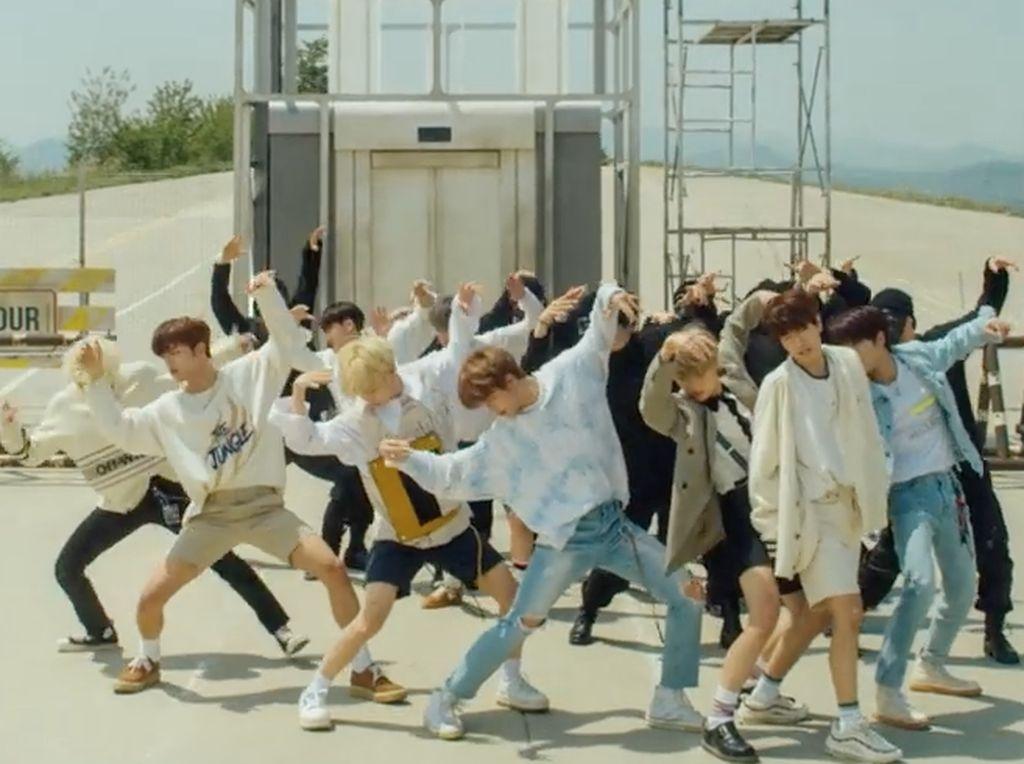 Dalam video klip tersebut mereka menunjukan kemampuan dance yang keren.Dok. YouTube/jypentertainment