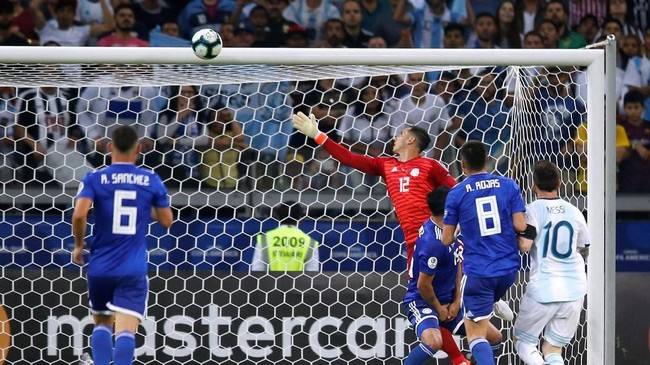 Serangan Argentina pada babak kedua menghasilkan peluang dan berujung penalti. (REUTERS/Luisa Gonzalez)