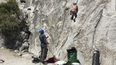 Schneiter menjadi pendaki termuda yang berhasil menaklukan El Capitan, yang disebut sebagai salah satu tebing paling menantang di dunia.