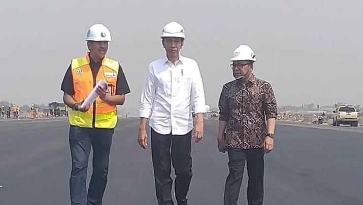 Presiden Joko Widodo (Jokowi) dijadwalkan meresmikan runway atau landasan pacu ke-3 Bandara Soekarno-Hatta.