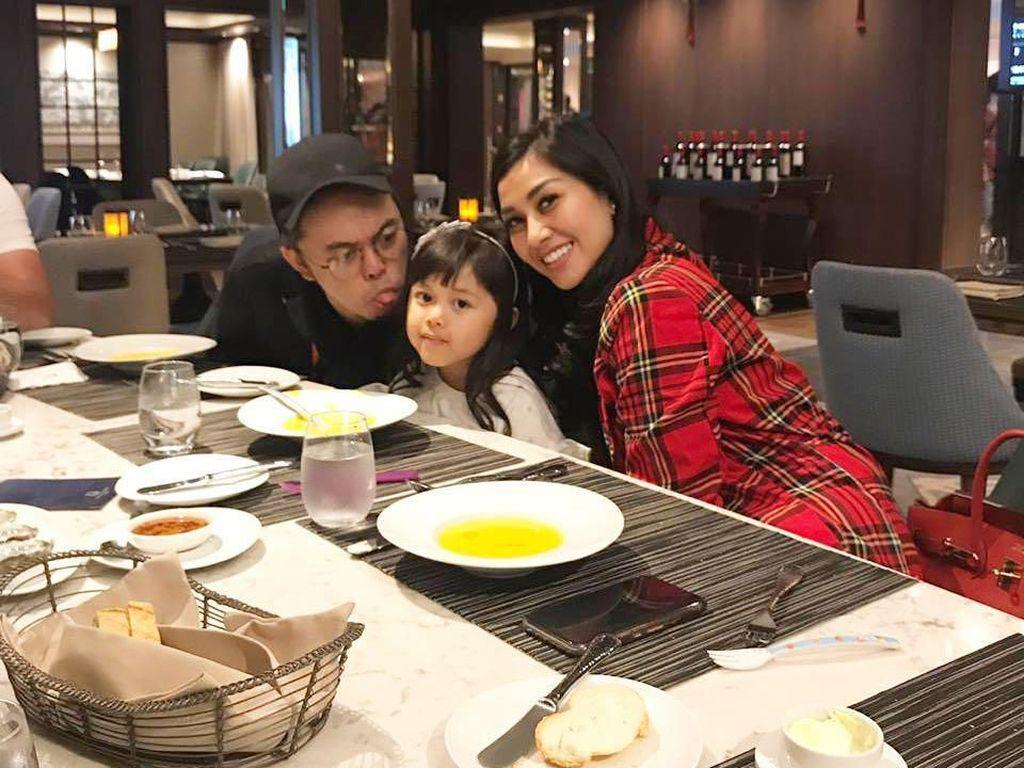 Keseruan Nisya, Adik Raffi Ahmad Saat Kulineran Bareng Keluarga