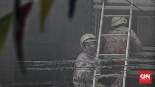 FOTO: Kebakaran Gudang Kembang Api di Pasar Pagi Asemka