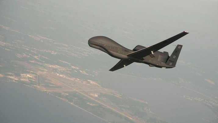 FILE PHOTO: A RQ-4 Global Hawk drone conductstests over Naval Air Station Patuxent River, Maryland, U.S. in this undated U.S. Navy photo.   U.S. Navy/Erik Hildebrandt/Northrop Grumman/Handout/File Photo via REUTERS ATTENTION EDITORS - THIS IMAGE HAS BEEN SUPPLIED BY A THIRD PARTY.