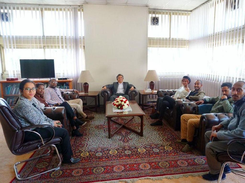 Hal itu mengemuka pada pertemuan Al Busyra Basnur, Duta Besar RI untuk Ethiopia, Djibouti dan Uni Afrika dengan tujuh orang wirausahawan muda Ethiopia di Kedutaan Besar RI Addis Ababa kemarin, Rabu (19/7).
