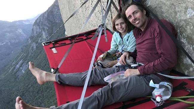 El Capitan merupakan gugusan tebing yang membingkai Gunung Sierra Nevada. Tingginya 914 meter.