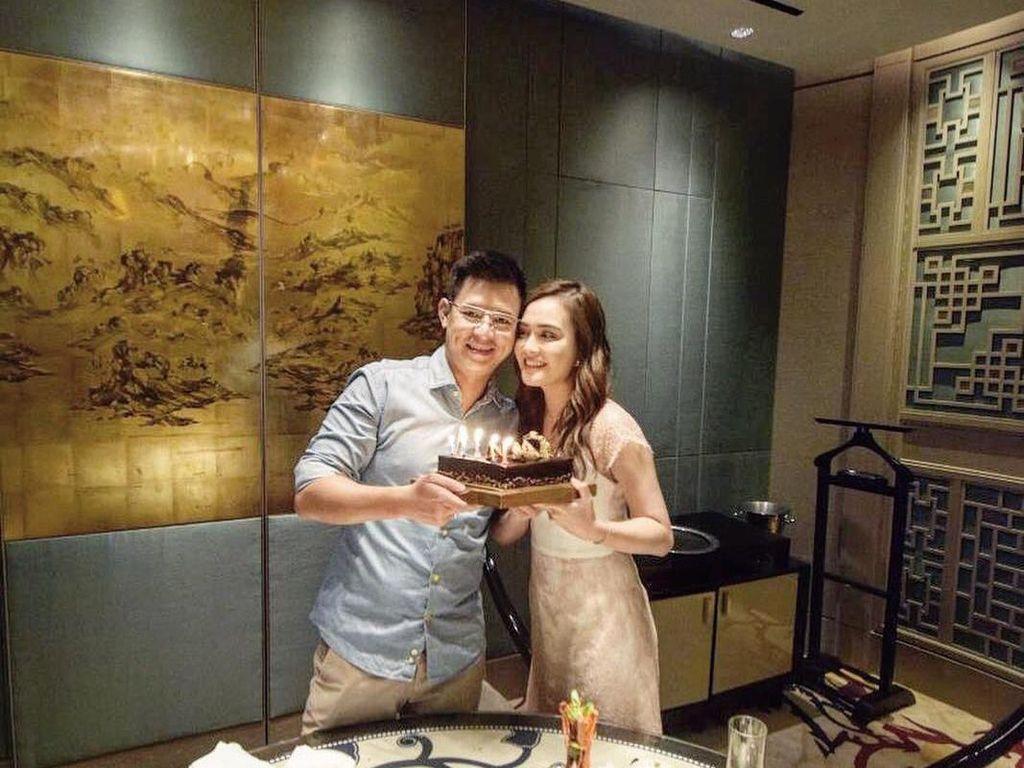 Sambut Anak Pertama, Lihat Kemesraan Shandy Aulia dan Suami Saat Kulineran
