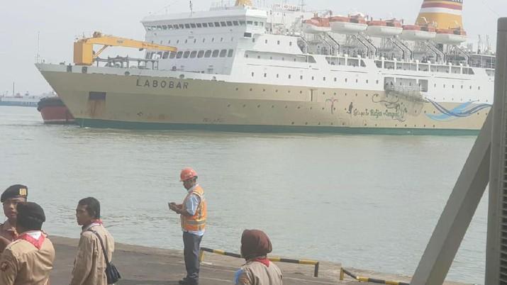 Pengelola Pelabuhan Tanjung Perak menerapkan penjualan tiket berbasis online, tak ada lagi penjualan langsung di pelabuhan.