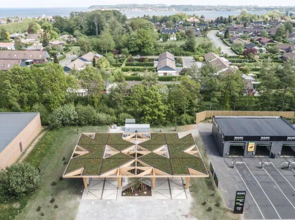 Stasiun pengisian listrik ini ada di Denmark dan rencananya juga dibangun di Swedia dan Norwegia. Istimewa/Dok. Inhabitat.