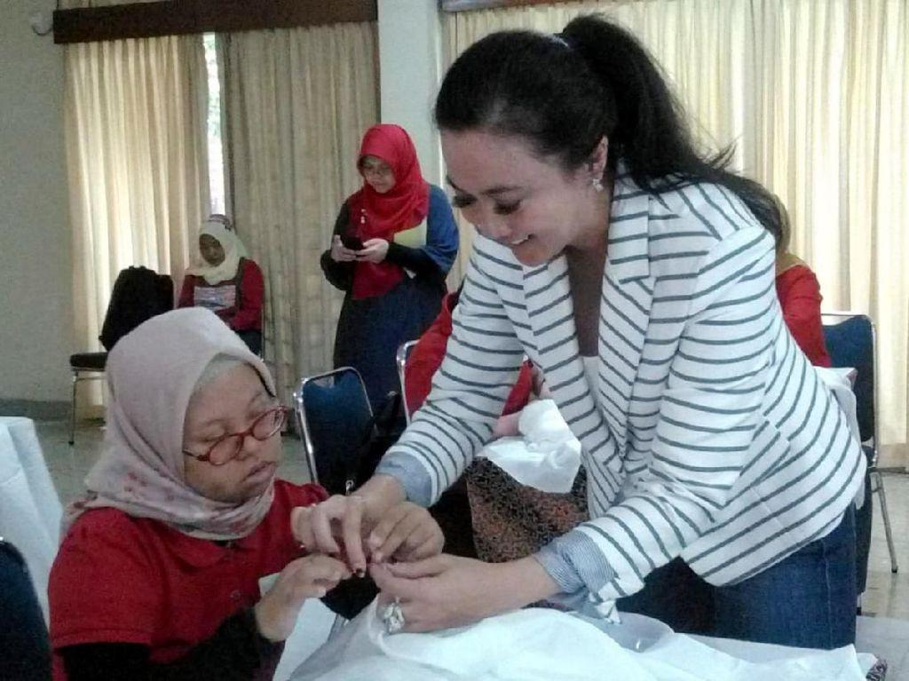 Ketua CIRI Centennial Raisya Roeslani mengaku bangga dapat bermain sambil berbagi pengetahuan dengan teman-temannya, penderita down syndrome yang bernaung di bawah Yayasan Wimar Asih.Foto: dok. CIRI