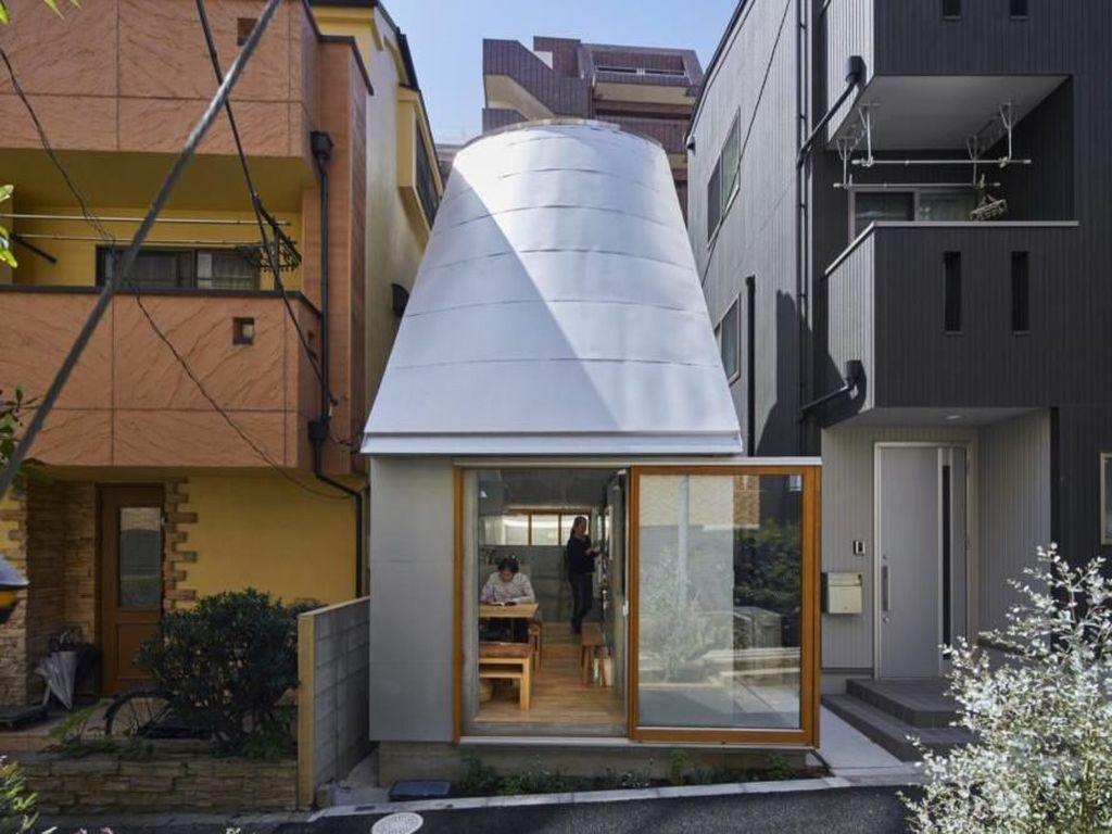 Takeshi menjuluki rumah dengan ukuran 334 kaki persegi atau setara dengan 31 meter ini dengan nama Love2 House. Istimewa/Inhabitat/Koji Fujii Nacasa and Partners.