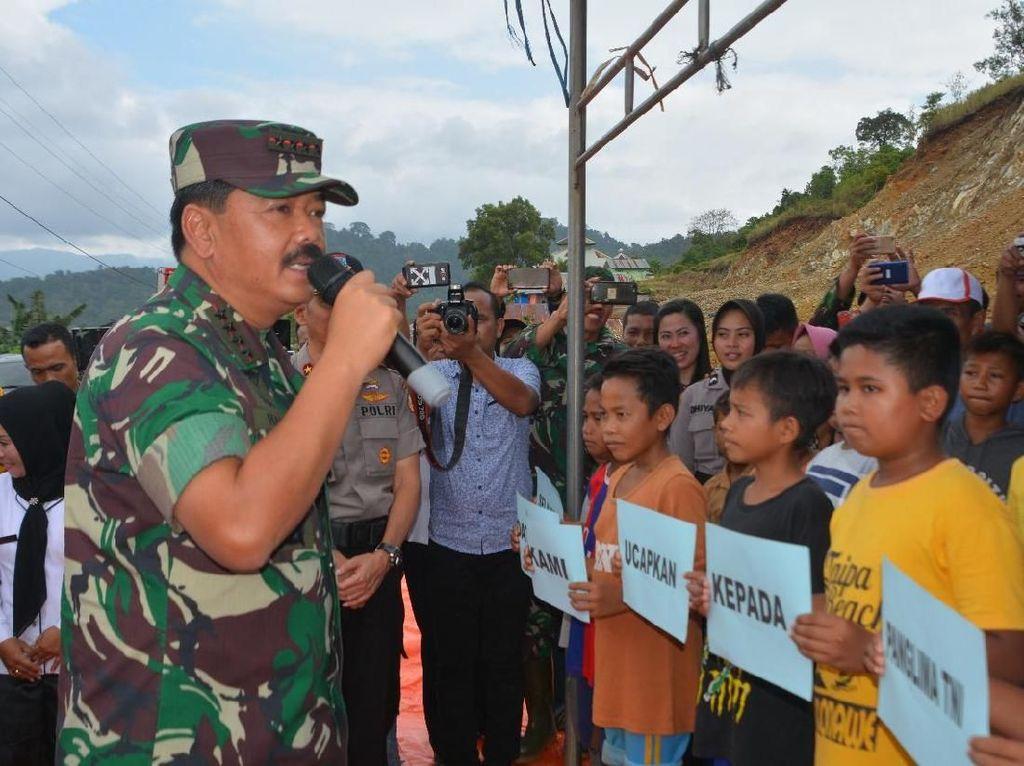 Lebih lanjut Marsekal TNI Hadi Tjahjanto juga menyampaikan bahwa seluruh alat transportasi yang menjadi pendukung dalam pendistribusian logistik, akan disiapkan oleh TNI bersama Polri.