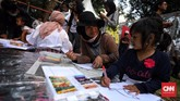 Tercatat ada sekitar 70 tenant peserta piknik yang menjual aneka makanan dan minuman. (CNN Indonesia/Hesti Rika)