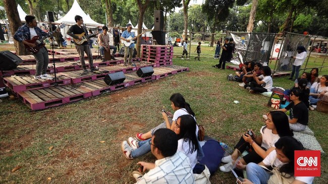 Kemarin DKI Jakarta merayakan ulang tahun ke-492. Sejumlah acara digelar termasuk puncak acara yang digelar di Bundaran Hotel Indonesia, Sabtu (22/6) malam. CNN Indonesia/Hesti Rika