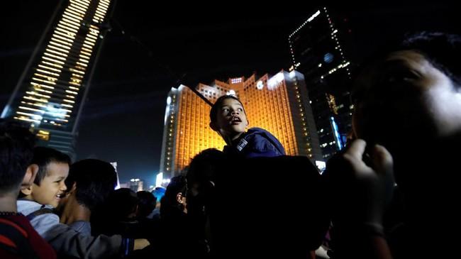 Ekspresi warga saat perayaan HUT ke-492 DKI Jakarta di Bundaran Hotel Indonesia, pada Sabtu (22/6/2019). (REUTERS/Willy Kurniawan).