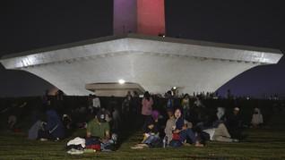 Pemprov Turunkan 300 Petugas Bersihkan 73 Ton Sampah HUT DKI