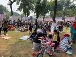 Bisa Piknik di Tengah Kota, Begini Girangnya Warga Jakarta!