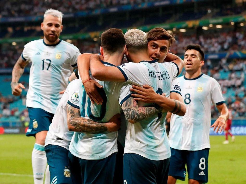 Dengan kemenangan ini, Argentina lolos ke fase knock out Copa America 2019 sebagai runner up Grup B. Mengantongi nilai empat, Albiceleste tertinggal lima angka dari Kolombia yang finis pertama. Henry Romero/Reuters.