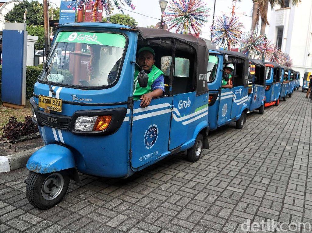 Bajaj, angkutan umum roda tiga ini pernah menjadi ikon moda transportasi era 1975 hingga 2000-an oleh warga Jakarta.