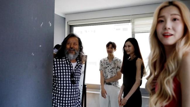 Debutnya yang memukau pada gelaran Seoul Fashion Week 2018 lalu membuat banyak lansia Negeri Ginseng itu tergoda untuk mendapatkan peluang serupa. (REUTERS/Kim Hong-Ji)