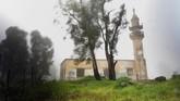 Masjid yang rusak di Dataran Tinggi Golan akibat pertempuran antara pasukan Israel dan Suriah dalam perang 1967. (REUTERS/Ronen Zvulun)