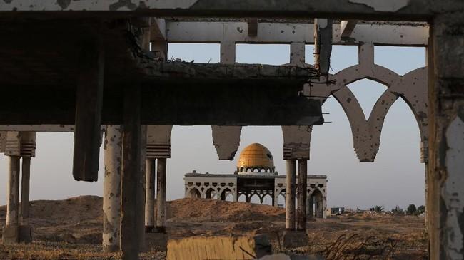 Sisa-sisa Bandara Internasional Gaza di Rafah, Jalur Gaza. Bandara ini diresmikan Presiden AS Bill Clinton pada 1998, tetapi diserang dan dihancurkan Israel saat intifada beberapa bulan selepas peristiwa 11 September 2001. (REUTERS/Ibraheem Abu Mustafa)