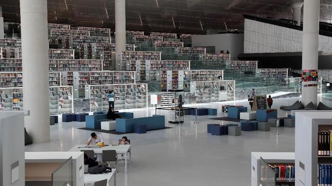 Perpustakaan Nasional Qatar bukan sekadar tempat membaca buku, karena bangunan ini juga menyediakan fasilitas auditorium 120 kursi dan area acara khusus di tengah ruangannya.