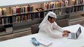 Dengan lebih dari 1 juta buku cetak dan 500 ribu edisi digital, perpustakaan yang terletak di Kota Pendidikan Doha ini merupakan yang terbesar di Timur Tengah.