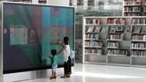 Pengelola perpustakaan menyebut kalau tempatnya merupakan perpustakaan gaduh.