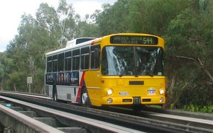 Bila Diadu O-Bahn Versus Bus, Mana yang Lebih Ciamik?
