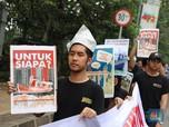 Tolak IMB Reklamasi, Massa Demo di Depan Balkot