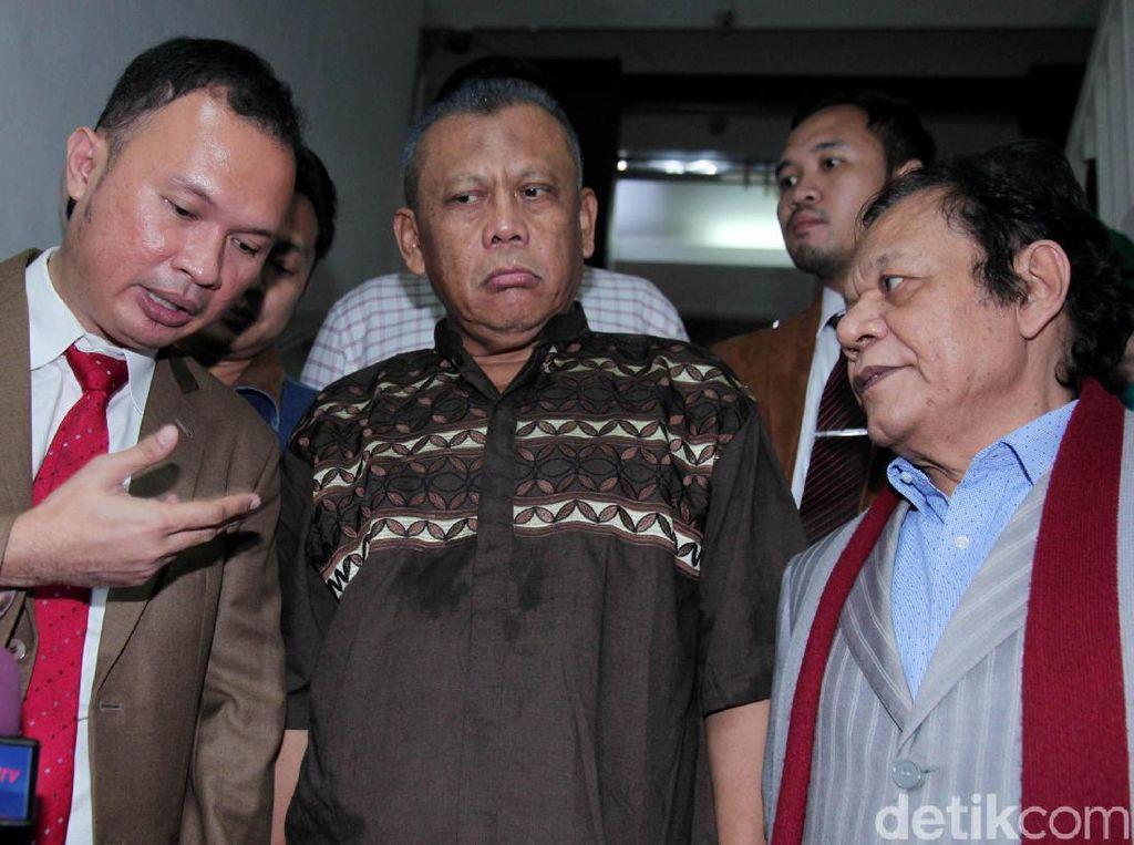 Pantauan detikcom di rutan Polda Metro Jaya, Jakarta, pukul 21.55 WIB, Eggi Sudjana sudah keluar dari rutan.