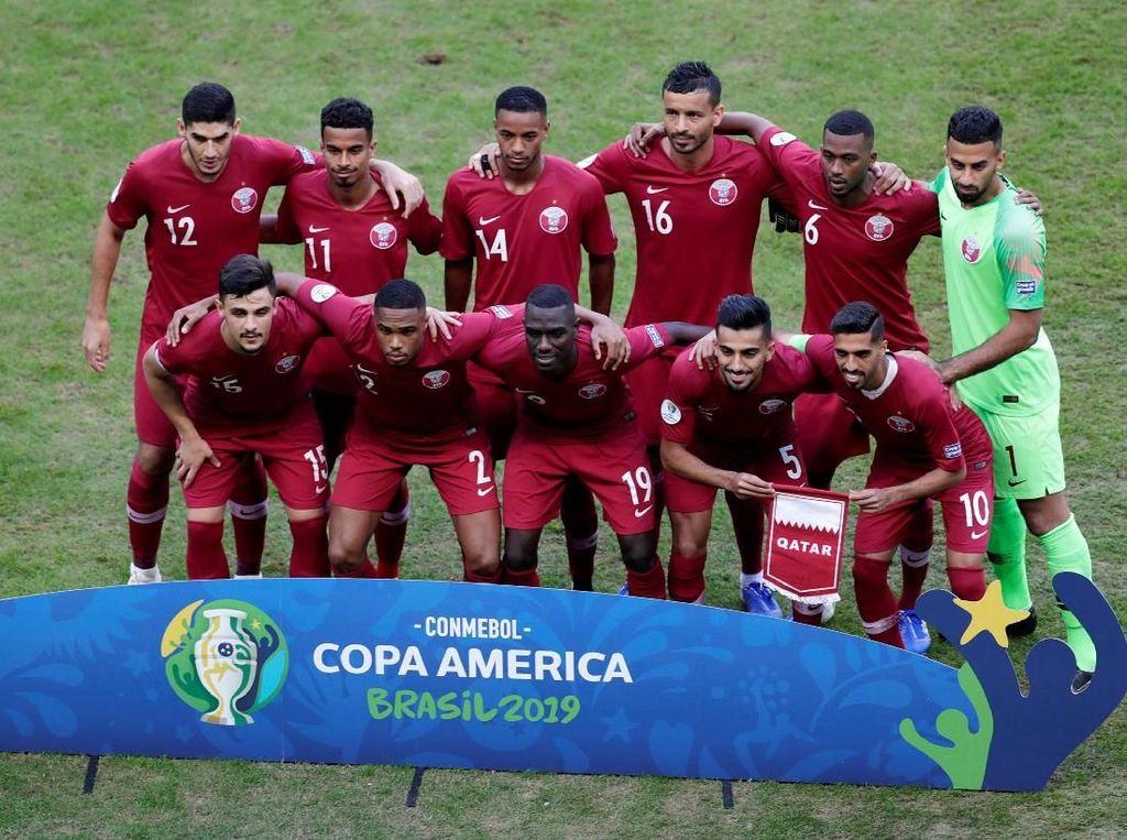 Qatar menurunkan pemain seperti Saad Al Sheeb, Bassam Al Rawi, Boualem Khoukhi, Tarek Salman, Pedro Miguel, Hassal Al Haydos, Salem Al Hajri, Abdelaziz Hatim, Karim Boudiaf, Akram Afif, dan Almoez Ali. Ueslei Marcelino/Reuters.