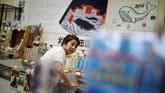 Toko WA-O! di Minamiboso yang menjual daging paus.Jepang bergabung dengan IWC sejak tahun 1951, karena kelompok itu punya konsep penangkapan paus sekaligus melestarikannya. Tapi konsep itu berubah menjadi konservasi, padahal paus merupakan kuliner tradisional di Jepang. (REUTERS/Issei Kato)