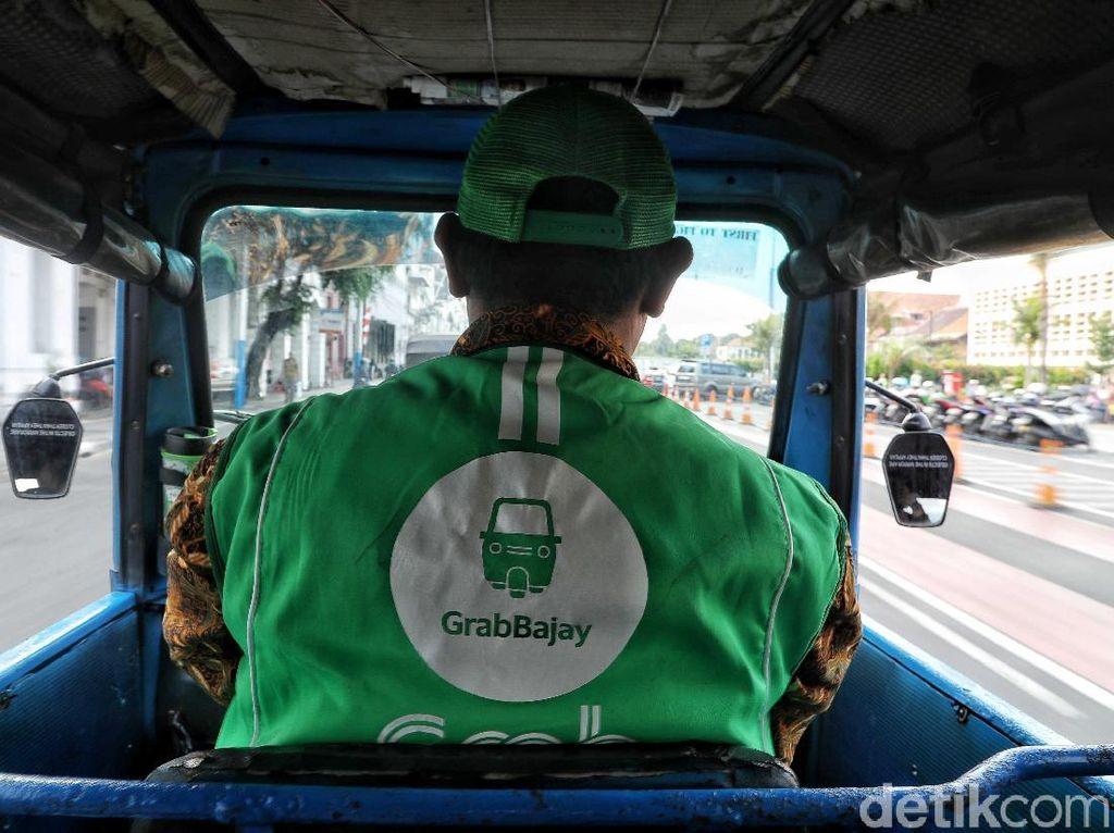 Dengan layanan GrabBajay, pengguna Grab kini dapat menikmati salah satu transportasi ikonik Jakarta dengan cepat, aman, nyaman dan harga yang terjangkau.