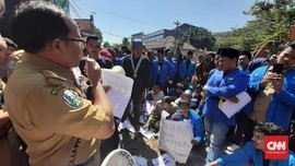 Aksi Mahasiswa Tolak PPDB Zonasi Diwarnai Kericuhan
