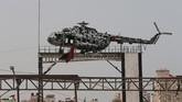Bekas helikopter mendiang Presiden Otoritas Palestina, Yasser Arafat, dipajang di Jalur Gaza. Dia meninggal di Prancis dan penyebabnya masih kontroversial. Ada dugaan dia diracun, tetapi dibantah Israel dan Palestina. (REUTERS/Ibraheem Abu Mustafa)