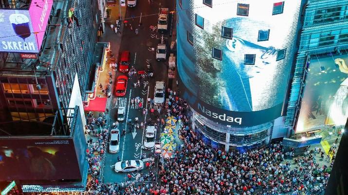 Aksi Nekat Dua Saudara Menyeberangi Gedung di Times Square