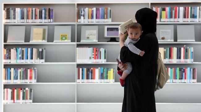 Tetapi Uni Emirat Arab berusaha mengalahkan Qatar dengan Perpustakaan Mohammed bin Rashid yang berbasis di Dubai, berharap dapat menampung 1,5 juta pengunjung ketika dibuka.