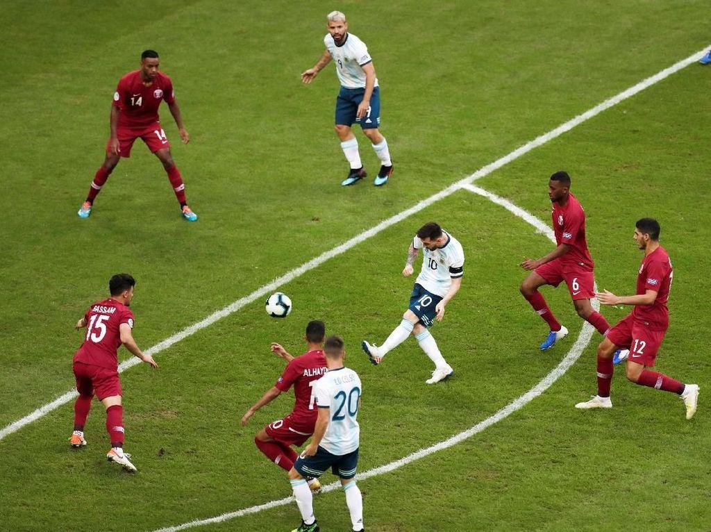 Argentina mendominasi pertandingan di menit-menit awal pertandingan. Ueslei Marcelino/Reuters.