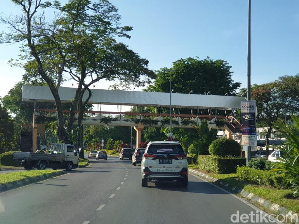 Dalam pantauan detikcom selama dua hari menjelajah jalanan Kuching pada event Terios 7 Wonders, perilaku pengendara di kota ini terlihat cukup tertib. Foto: Luthfi Anshori