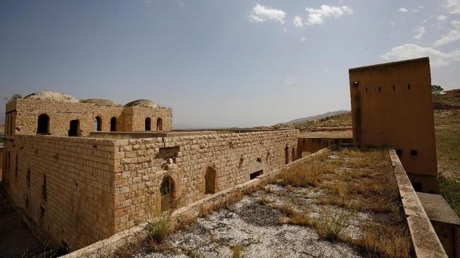 Bangunan bekas penjara pemerintahan kolonial Inggris di Desa Al-Jiftlik, wilayah Tepi Barat yang dikuasai Israel. Bangunan itu kini terlantar, dan terkadang dijadikan lahan untuk latihan pasukan Israel. (REUTERS/Mohamad Torokman)