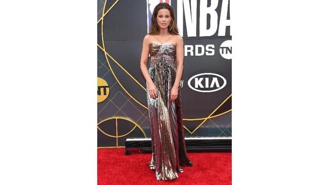 Aktris Hollywood asal Inggris Kate Beckinsale turut memeriahkan NBA Awards 2019. (LISA O'CONNOR / AFP)