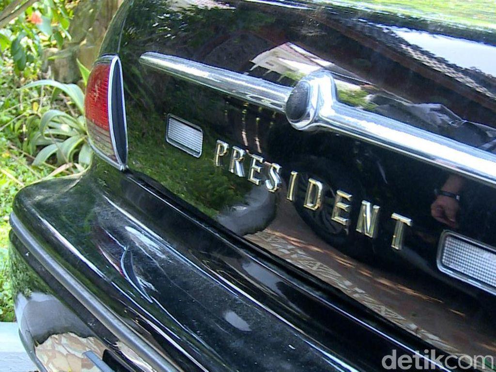 Menurut Yusril, mobil Nissan President itu bekas armada mobil yang dipakai untuk mengangkut pejabat pemerintah pada KTT APEC di Bogor, November 1994.