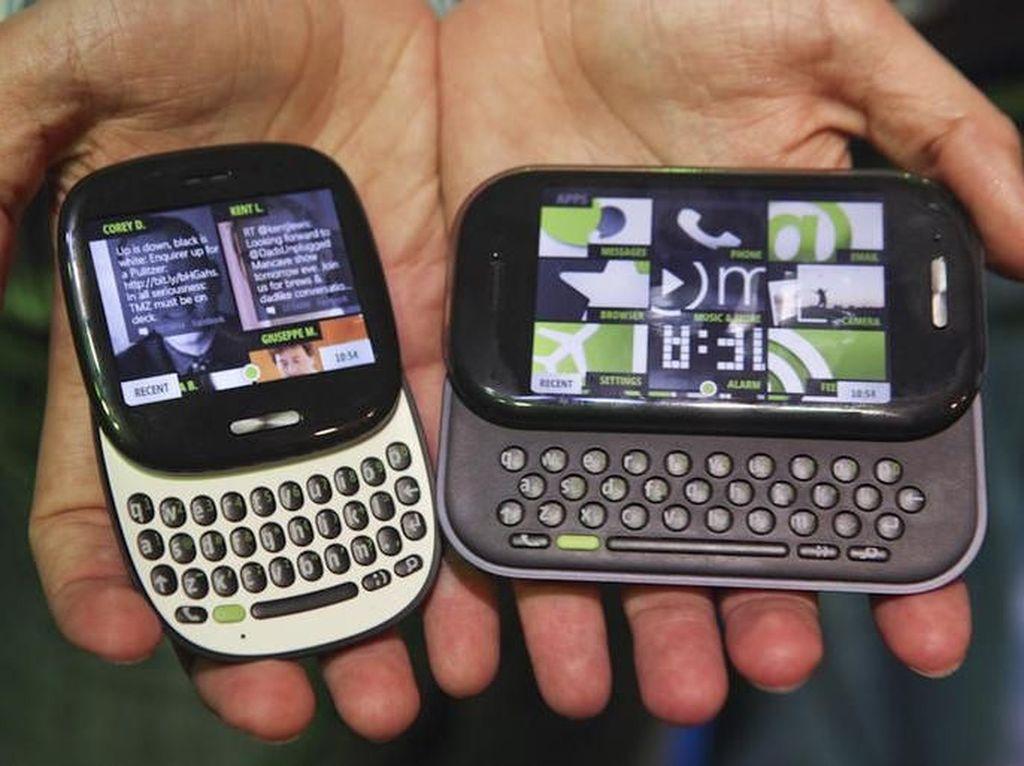Kin. Pernah tahu lini ponsel Microsoft dengan nama Kin? Mungkin tidak karena lini perangkat yang dibuat oleh Sharp dan dijual lewat Verizon ini sudah langsung discontinue tahun 2011, sekitar satu tahun usai rilis. (Foto: internet)