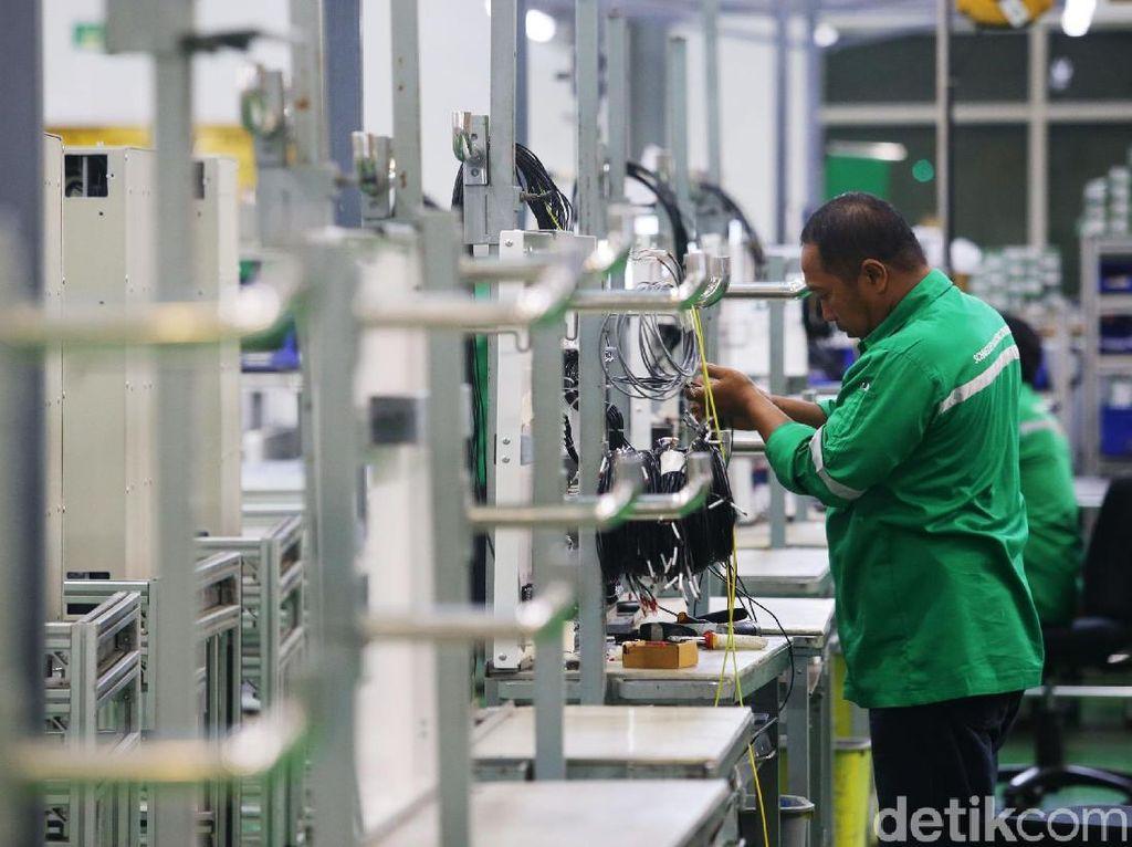 Schneider Electric meresmikan pengoperasian pabrik pintarnya di Cikarang yang menggabungkan sistem otomasi industri dan pemanfaatan energi terbarukan.