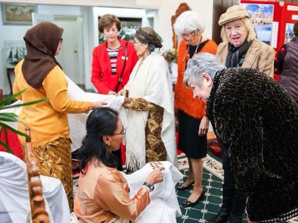 Penyelenggaraan acara ini memang ditujukan untuk mempromosikan destinasi 10 new Bali kepada masyarakat Australia dan komunitas diplomatik dan internasional di Canberra, ibukota Australia. Hal ini tidak mengejutkan karena mayoritas wisatawan dari Australia hanya mengenal Bali saja sebagai destinasi utama Indonesia. Pool/KBRI Canberra.