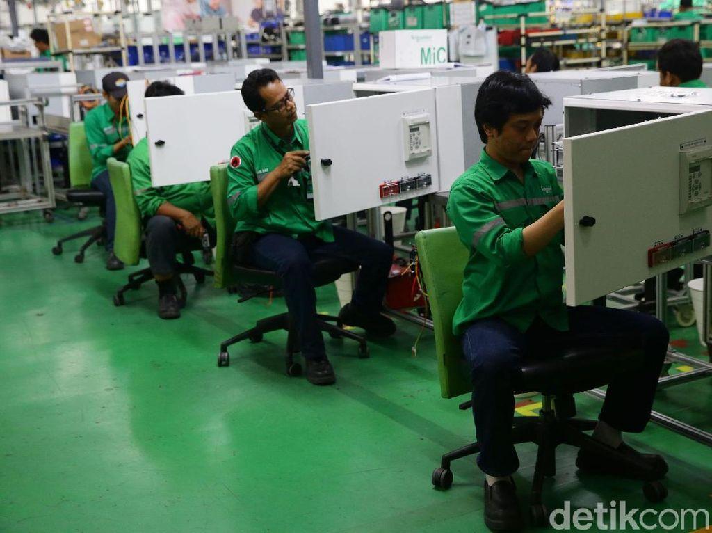 Schneider Electric juga ikut memberikan pelatihan dan pendampingan bagi para pelaku industri di Indonesia yang ingin belajar dan menyaksikan secara langsung penerapan otomasi pabrik dan dampak langsung yang diperoleh perusahaan dari digitalisasi di fasilitas manufakturnya.